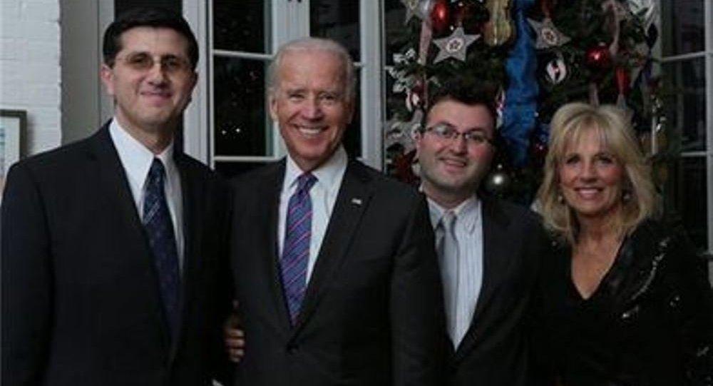 Obama, Clinton, Biden ve eşi, FETÖ üyesi taban ile bir arada.