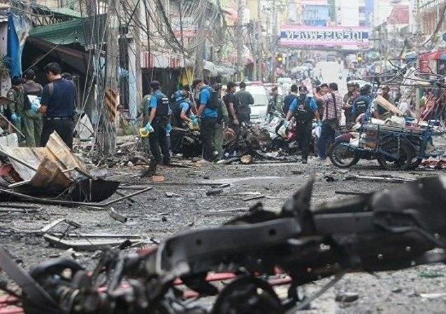 Tayland'ın Hua Hin isimli tatil beldesinde şiddetli patlamalar yaşandı.