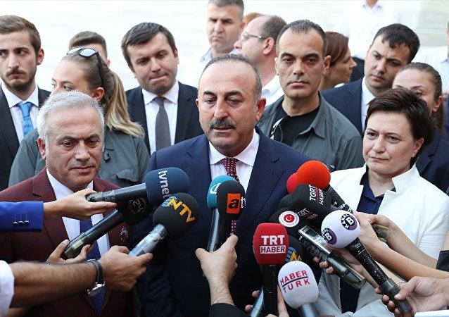 Dışişleri Bakanı Mevlüt Çavuşoğlu, İranlı mevkidaşı Cevad Zarif'i uğurladıktan sonra TBMM bahçesinde gazetecilerin sorularını yanıtladı.