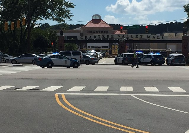 ABD'de silahlı saldırgan Kuzey Carolina'daki Crabtree Valley isimli AVM'de müşterilere ateş açtı