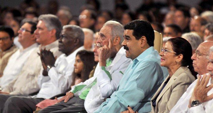 Castro, kendisi için düzenlenen etkinliği Venezüella Devlet Başkanı Nicolas Maduro ile birlikte izledi.