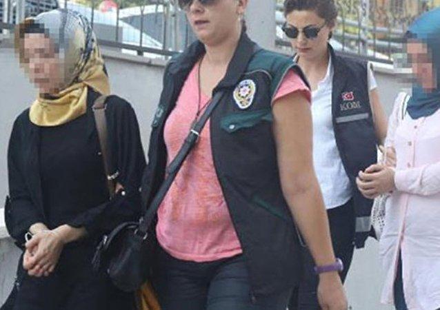 Mersin'de Fethullahçı Terör Örgütü (FETÖ) soruşturması kapsamında gözaltına alınan 31 kişi adliyeye sevk edildi.
