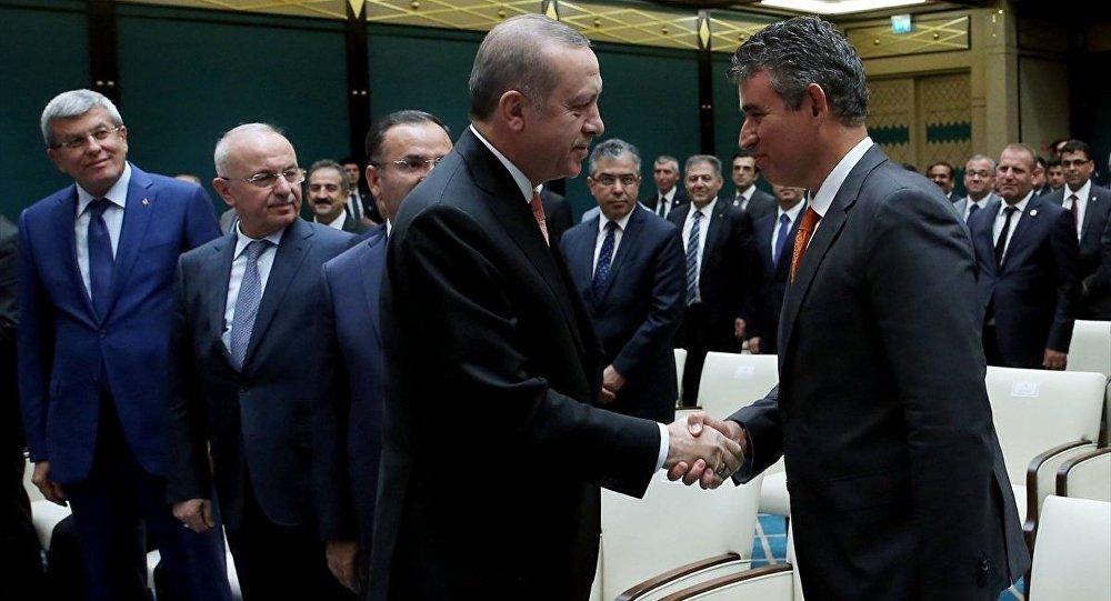 Cumhurbaşkanı Recep Tayyip Erdoğan, Cumhurbaşkanlığı Külliyesi'nde Türkiye Barolar Birliği Başkanı Metin Feyzioğlu (sağda) ve beraberindeki heyeti kabul etti.