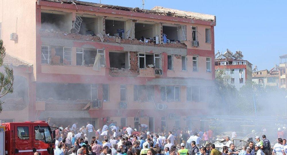 Elazığ'da İl Emniyet Müdürlüğü önünde patlama