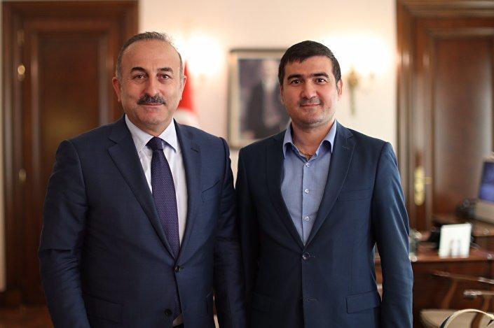 Türkiye Dışişleri Bakanı Mevlüt Çavuşoğlu ve Sputnik muhabiri Fuad Safarov
