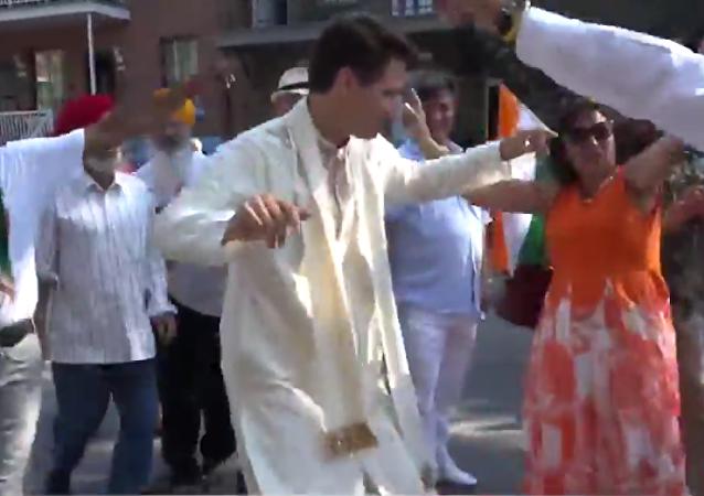 Kanada Başbakanı Justin Trudeau'dan Hindistan Bağımsızlık Günü için bhagara dansı