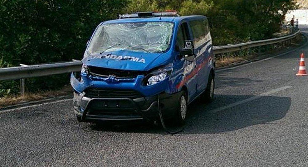 Antalya-Kemer yolu arasında askeri araca saldırı