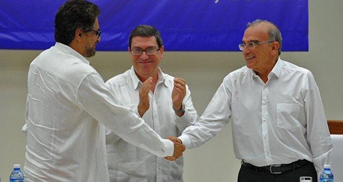 FARC ile Kolombiya hükümeti arasında barış anlaşması  imzalandı