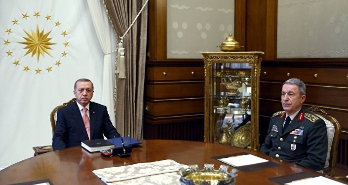 Cumhurbaşkanı Erdoğan,Cumhurbaşkanlığı Külliyesi'ndeGenelkurmay Başkanı Akar'ı kabul etti.