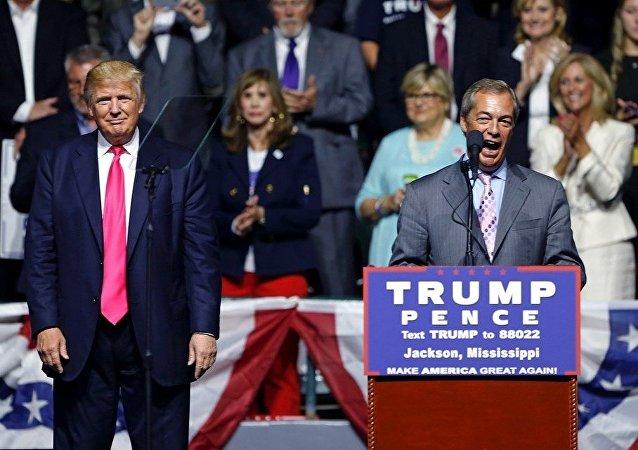 İngiltere Bağımsızlık Partisi'nin (UKIP) eski lideri Nigel Farage, ABD'de Cumhuriyetçi başkan adayı Donald Trump'ın mitingine katıldı.