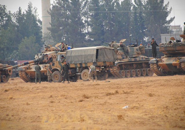 Cerablus ve çevresinde harekat devam ederken, Karkamış'ta konuşlu birliklerden bu sabah saat 09.30'da, 10 tank daha sınırı geçerek Suriye topraklarında ilerledi.
