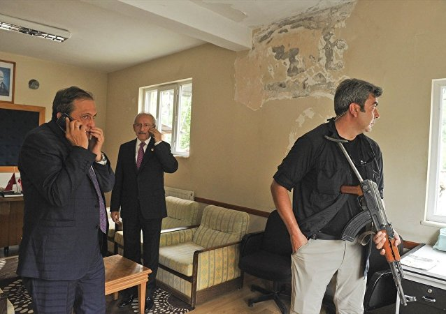 Kılıçdaroğlu, saldırı sonrası güvenli bir noktaya götürüldü.