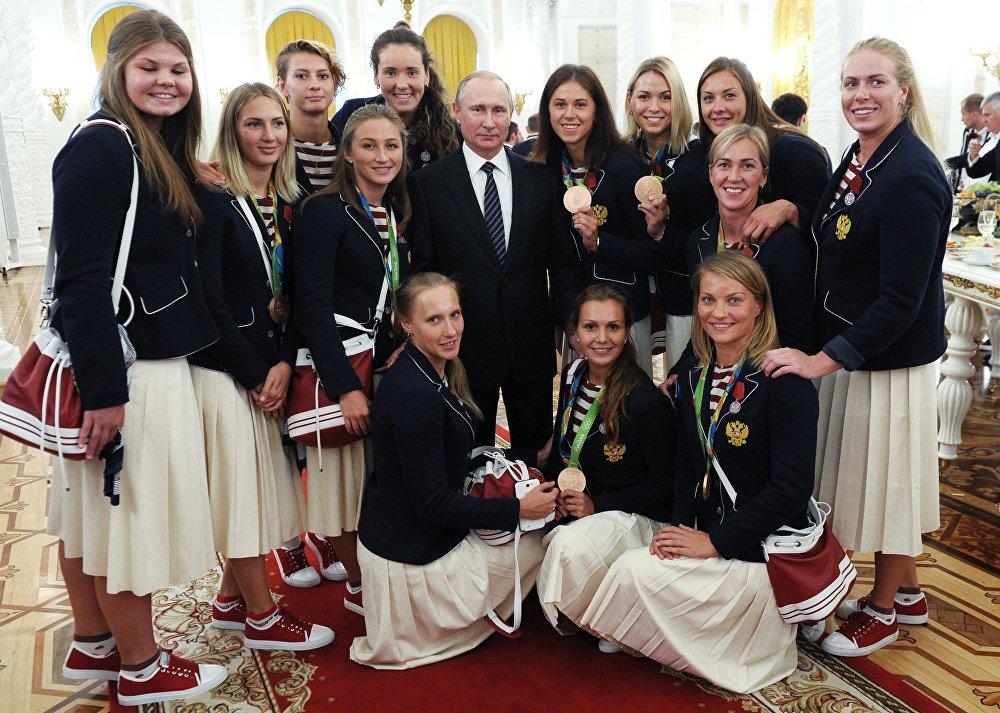 Rusya Devlet Başkanı Vladimir Putin, Rio Olimpiyatları'nda yarışan Rus sporcuları Kremlin'de ağırladı