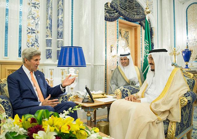 ABD Dışişleri Bakanı John Kerry, Suudi Arabistan'ın Cidde kentinde Kral Selman bin Abdulaziz ile görüştü