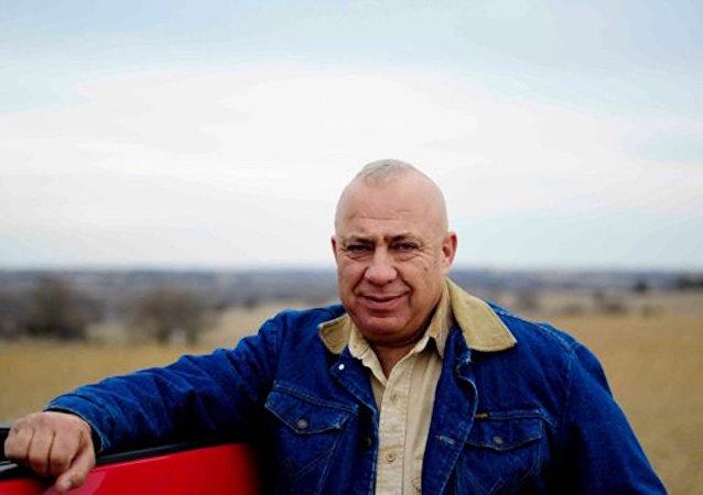 Nebraska'daki seçim kampanyasını at sırtında gerçekleştirecek olan Tom Brewer.