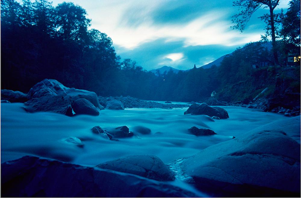 Batı Kafkasya'nın en büyük nehri olan Mzymta, Karadeniz'e dökülüyor. Kanyonlardan geçen Mzymta, dağları küçük parçalar halinde denize taşıyor.