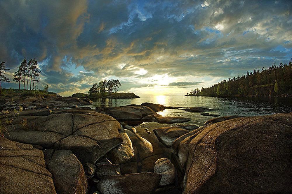 Muhteşem doğal güzelliklere sahip Valaam Adası, aynı zamanda birçok manastır ve şapele de ev sahipliği yapıyor.