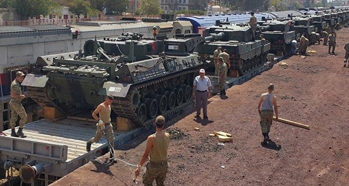 İstanbul'un Maltepe ilçesindeki General Nurettin Baransel Kışlası'ndan taşınan zırhlı araçların bir kısmı, Gaziantep'e ulaştı
