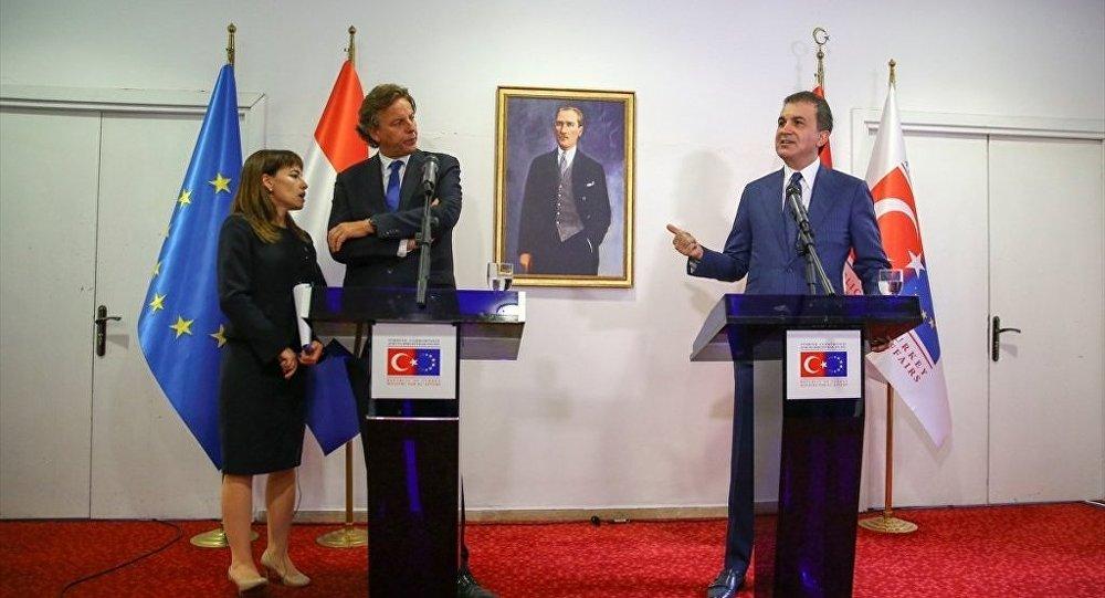 Avrupa Birliği (AB) Bakanı ve Başmüzakereci Ömer Çelik, Hollanda Dışişleri Bakanı Bert Koenders ile görüştü. Görüşmenin ardından Çelik ve Koenders ortak basın toplantısı düzenledi.