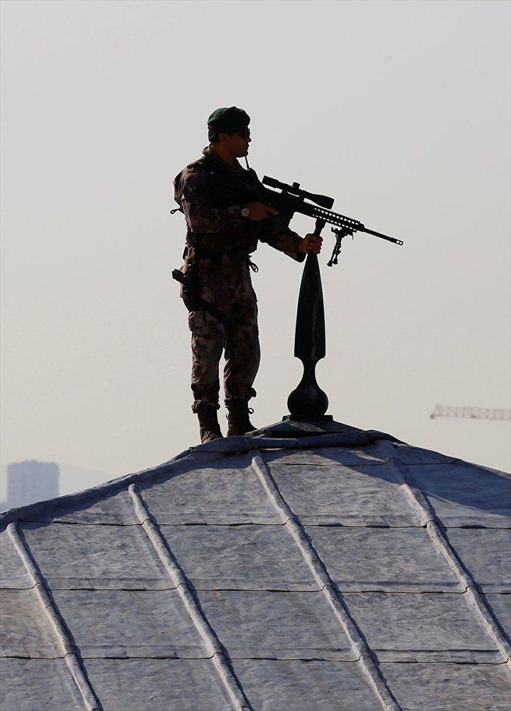 Törende Özel Harekat Polisleri güvenlik önlemi aldı.