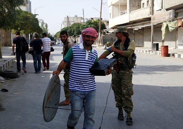 Türk gazeteciler TSK'nın desteği ile ÖSO'nun IŞİD'den aldığı Cerablus'a girdi.