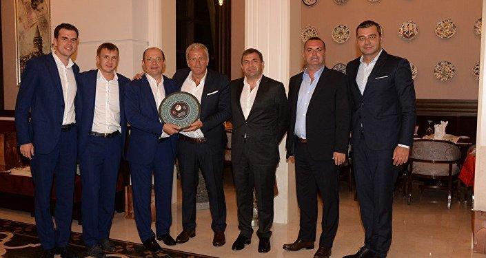 Rusya ile Türkiye'nin bugün oynayacağı hazırlık maçı öncesi TFF yetkilileri ve Rus mevkidaşları yemekte buluştu.