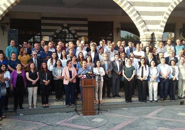 HDP, DTK, KJA, DBP ve HDK'nin eş başkanları ve eş sözcüleri Diyarbakır'da yaşanan sürece ilişin açıklama yaptı.