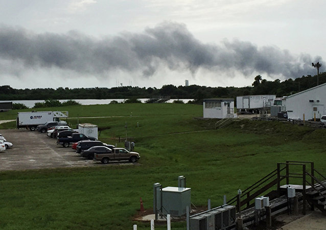 SpaceX'in Florida'daki üssünde roket kalkış esnasında havaya uçtu
