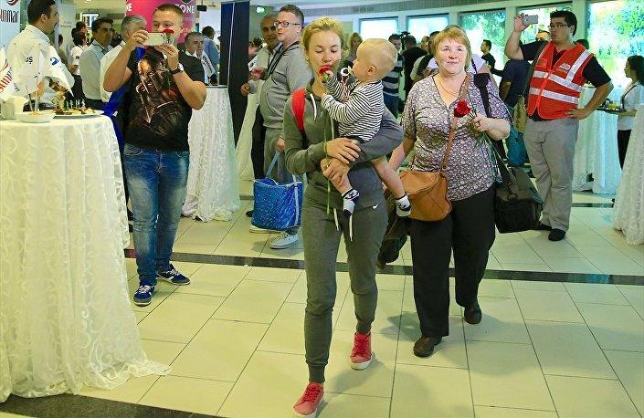 Rusya'dan gelen konuklar için terminalde kokteyl düzenlendi.