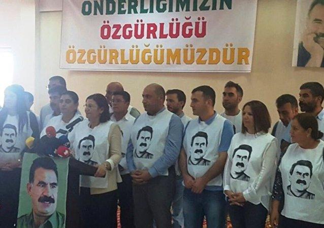 Öcalan'la görüşmek için açlık grevine başlayan Kürt siyasetçiler