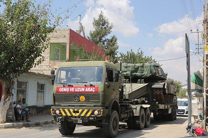 Çeşitli illerde konuşlu tank ve zırhlı araçlar, Gaziantep üzerinden Suriye sınırındaki Kilis'e getirildi. Zırhlı araçlar ve obüslerle sınır birliklerine takviye yapıldı.