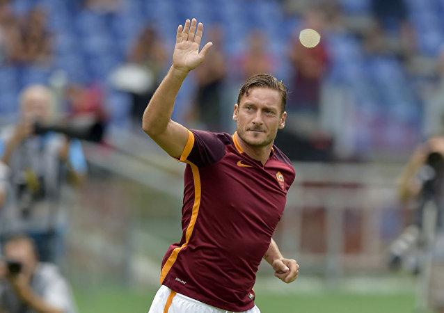 Roma'nın efsane kaptanı Francesco Totti