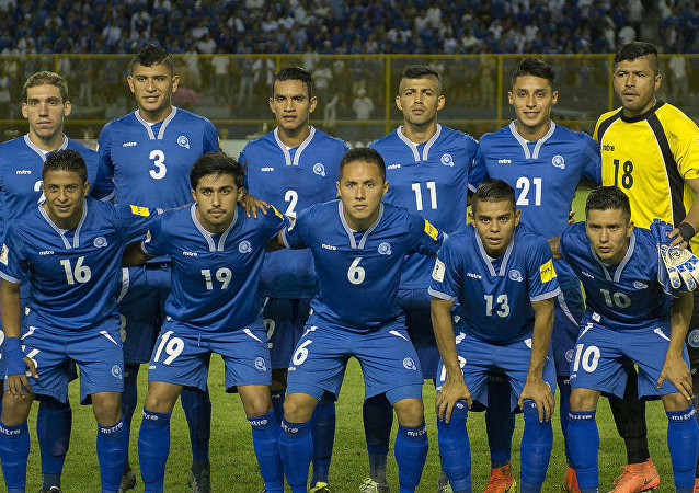El-Salvador-futbol-takımı-2015-2016