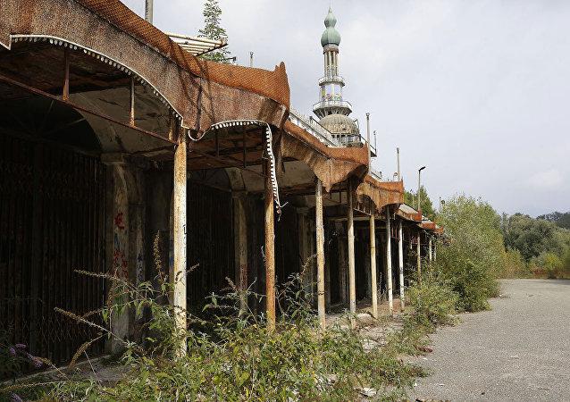 İtalya'daki terk edilmiş Consonno kasabası