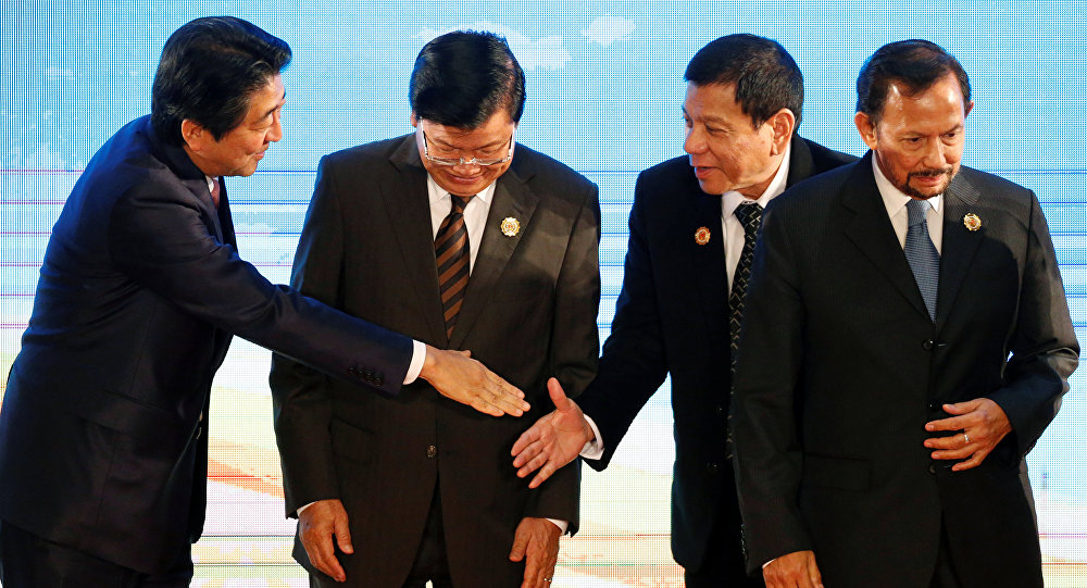 Japonya Başbakanı Şinzo Abe- Filipinler Devlet Başkanı Ricardo Duterte