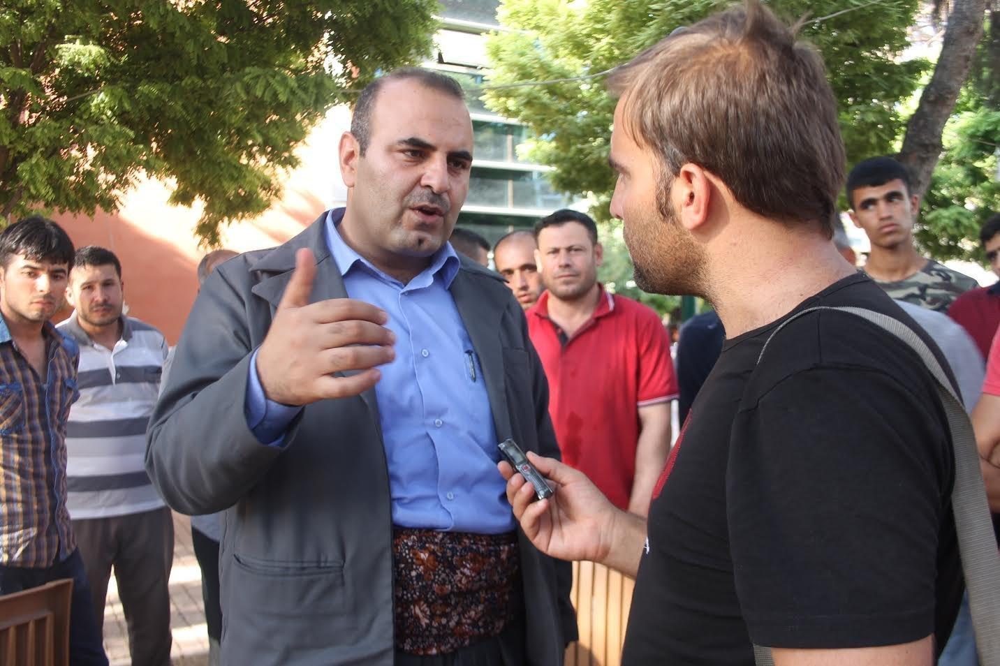 Kobani Eş Başbakanı Enver Müslim, Sputnik muhabiri Hikmet Durgun'a konuştu. Müslim, Türkiye'nin duvarı Kobani tarafında örmeye çalıştığı için buna karşı çıktıklarını söyledi.