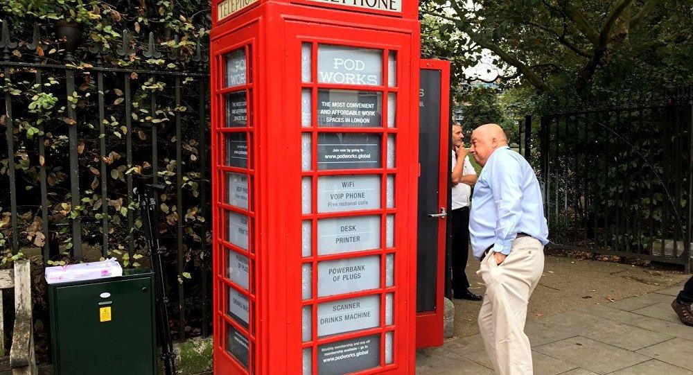 İngiltere'nin klasik kırmızı telefon kulübeleri