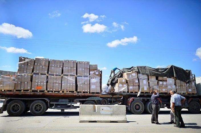 Sınır Kapısı Müdürü Munir el-Galban da yardımların yüklendiği 6 tırın akşam saatlerinde Gazze'ye gireceğini aktardı.