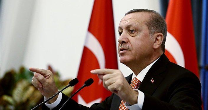 Cumhurbaşkanı Recep Tayyip Erdoğan, Cumhurbaşkanlığı Külliyesi'nde, 81 ilin valisini kabul etti. Cumhurbaşkanı Erdoğan burada konuşma yaptı.