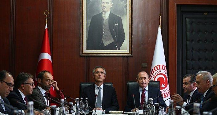 NATO Genel Sekreteri Jens Stoltenberg, TBMM'yi ziyaret ederek TBMM Başkanvekili Akif Hamzaçebi ile makamında bir araya geldi.