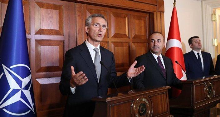Dışişleri Bakanı Mevlüt Çavuşoğlu, NATO Genel Sekreteri Jens Stoltenberg ile Çankaya Dışişleri Bakanlığı Resmi Konutu'nda görüştü. Bakan Çavuşoğlu ve Stoltenberg, görüşmenin ardından ortak basın toplantısı düzenledi.