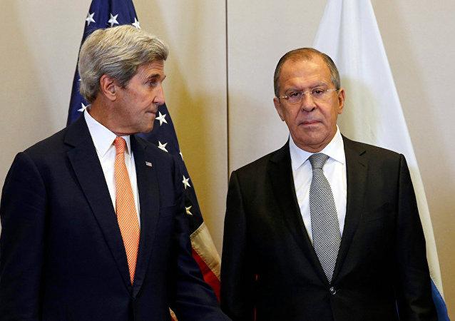 Rusya Dışişleri Bakanı Sergey Lavrov ve ABD'li meslektaşı John Kerry
