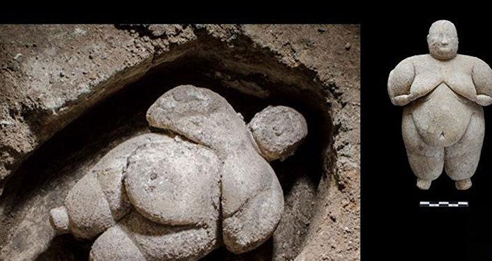 Çatalhöyük'te eşsiz kadın heykelciği