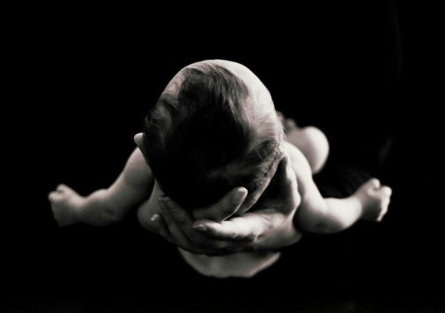 3 ebeveynin birleşmesi ile doğarak genetik hastalığı atlatan bebek