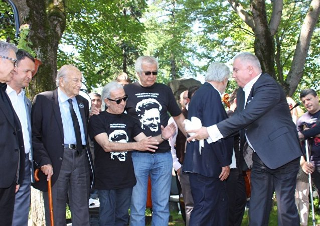 Tarık Akan, Moskova'da düzenlenen Nazım Hikmet anma törenine katılmıştı
