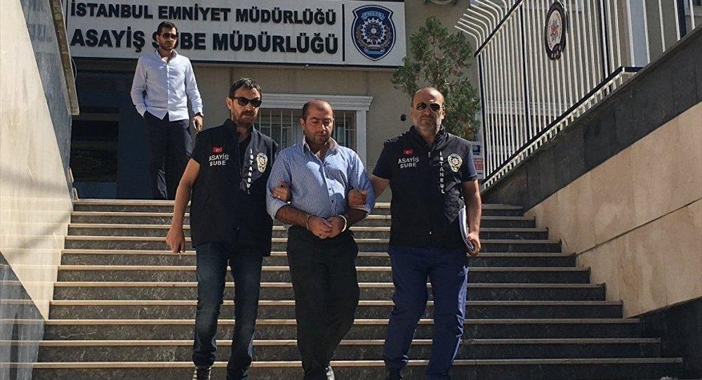 Çekmeköy'de, belediye otobüsünde bir hemşireyi darbettiği iddiasıyla gözaltına alınan şüpheli, adliyeye sevk edildi.