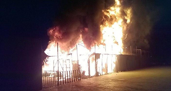 Midilli'deki Moira kampında yangın