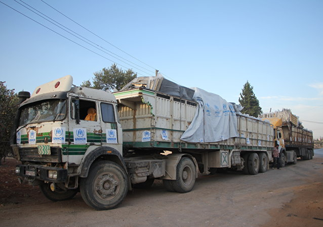 Halep'e giden yardım konvoyları
