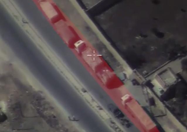 Halep'e giderken saldırıya uğrayan yardım konvoyunun görüntüleri
