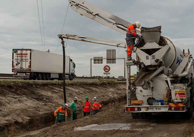 Calais'de sığınmacılara karşı duvar inşası